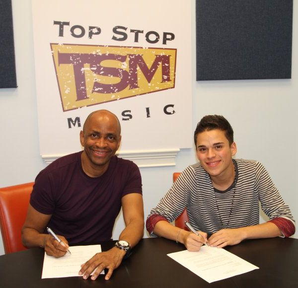 Top Stop Music firma a Japhet Albert
